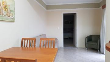 Apartamento, tipo Flat, em região central, com 1 dormitorio, sala, copa, banheiro. 1 vaga de garagem.