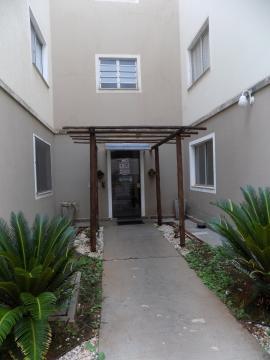 Ótimo apartamento perto de supermercados, farmácias com 45 m², 2 dormitórios, banheiro social, cozinha com gabinete, 1 vaga de garagem.