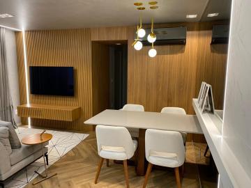 Lindo apartamento (novo) feito pela arquiteta Cris Furlan com 63,84 m², 2 vagas de garagem, 2 dormitórios sendo 1 suíte, 1 banheiro social e cozinha americana com área de serviço anexa. Possui 3 ares condicionados LG Smart/Inverter,  2 TVs LG Nanocel, 1 TV LG normal, Geladeira inox inverse, Forno inox, Microondas inox, Fogão Cooktop, purificador de água, mesa com cadeiras, sofá e muito mais. Aceita financiamento.