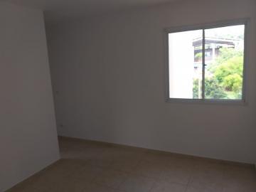 Excelente apartamento com 2 dormitórios, sala, cozinha com gabinete, banheiro social, 1 vaga de garagem.