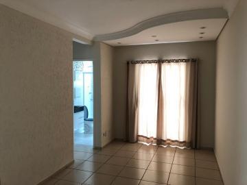 Apartamento com 65,15 m², 2 vagas de garagem, 3 dormitórios, sendo 1 suíte (com armários), 1 banheiro social, sala com sacada, cozinha planejada e área de serviço anexa. Aceita financiamento.