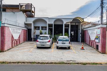 Ótima sala ao lado da Santa Casa, com 40 metros quadrados, banheiro privativo, recepção privativa, sala para atendimento. NA área comum tem recepção e banheiros.