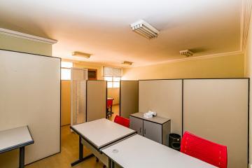 Sala  mobiliada  em  conjunto comercial, com ar condicionado, divisória para 3 salas,  copa, banheiro privativo,  portaria 24 horas,  próxima  de hospital,  supermercado e 1  vaga de estacionamento.