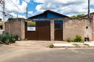 EXCELENTE RESIDÊNCIA COM 2 DORMITÓRIOS, SALA,  COZINHA, BANHEIRO SOCIAL, ÁREA DE SERVIÇO. 3 VAGAS.