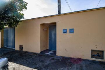 Kit em ótima localização próxima a Esalq contendo sala/quarto, cozinha, banheiro social, sem vaga. Água, energia e IPTU inclusos no valor do aluguel.