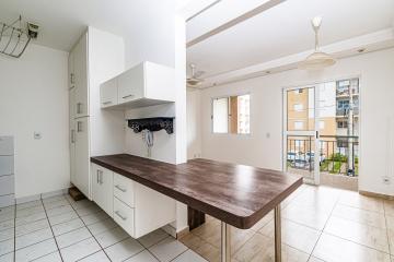Apartamento de 74 m² sendo sala 2 ambientes com sacada gourmet, 3 dormitórios com armários sendo 1 suíte, banheiro social, cozinha com armários e 02 vagas. Condomínio oferece portaria 24 horas, espaço gourmet e piscina.