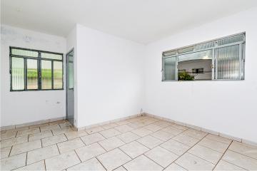 Casa de esquina com sala, cozinha, banheiro social, 2 dormitórios, quintal com lavanderia coberta,  porão e 1 vaga de garagem.