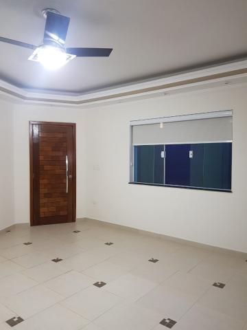 Casa NOVA - 3 dormitórios com ventilador de teto, 1 suite com banheira hidromassagem.  Sala com cozinha americana com armários. Quintal com espaço gourmet, ducha e banheiro. 2 vagas cobertas