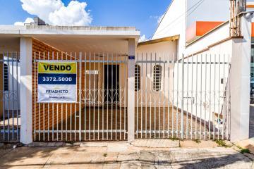 Casa térrea em excelente localização na Rua Dona Eugenia para uso residencial ou comercial contendo sala, cozinha ampla, 3 dormitórios sendo 1 suíte, banheiro social, área de serviço, quintal e 2 vagas de garagem.  Aceita financiamento e FGTS.