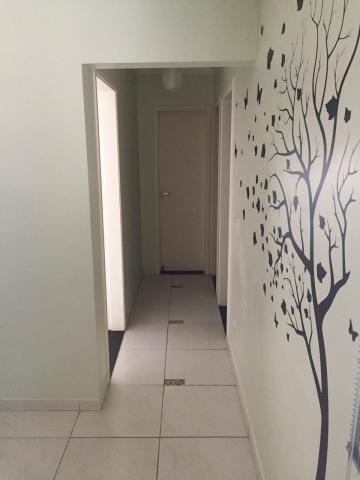 Lindo apartamento de 55 m² no edifício Del Giardino, primeiro andar com elevador e sol da manhã. Possui 1 vaga de garagem, 2 dormitórios, 1 banheiro social, cozinha e área de serviço anexa. Móveis planejados em todo o apartamento. Aceita financiamento.