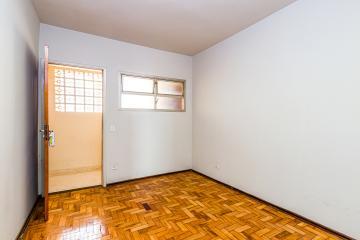 Apartamento em ótima localização com sala, cozinha com gabinete, lavanderia, 02 dormitórios, banheiro social. Condomínio oferece quadra e piscina.