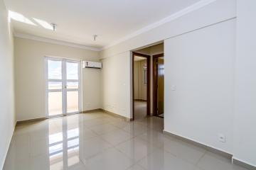 Lindo apartamento para primeira locação. 60m2 distribuídos em: Sala, cozinha, lavanderia, banheiro social, 2 dormitórios sendo 1 suíte e sacada. Completo de ares-condicionados. 2 vagas de garagem.