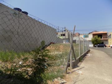 Ótimo terreno de esquina, bem localizado, em bairro em expansão.