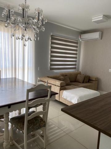 Ótimo apartamento medindo 74m², próximo ao Carrefour. Sala para 2 ambientes com painel para TV e Varanda Gourmet, 3 dormitórios sendo 1 suíte com armário, banheiro social completo, cozinha planejada, área de serviço com armário e 2 vagas de garagem.   Estuda Financiamento e FGTS.