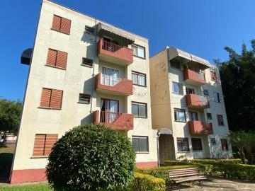 Colinas de Piracicaba - Apartamento térreo de 54 m² de área útil, distribuídos em sala para 2 ambientes, 2 dormitórios, banheiro social, cozinha com gabinete, área de serviço. 1 vaga de garagem coberta. Aceita financiamento e FGTS.