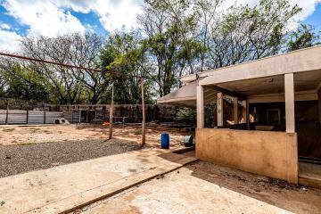 Ótimo terreno no bairro Santa Rosa, plano com 667 m2, murado e fechado. Aceita financiamento.
