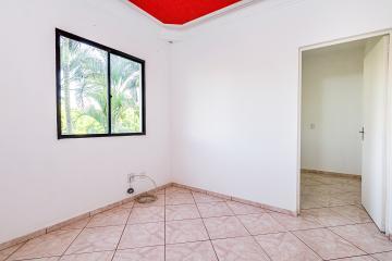 Apartamento próximo à Santa Casa contendo, 01 dormitório, sala, banheiro social com gabinete e box, cozinha com gabiente e armário embutido, área de serviço, 01 vaga de garagem.