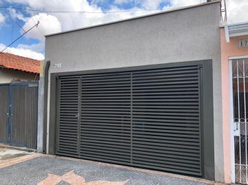 Linda casa na Vila Resende com 130 m² de terreno, no piso térreo tem 2 vagas de garagem, sala, 2 dormitórios, cozinha, 1 banheiro e area de serviço. Subsolo com pequena área descoberta, espaço de churrasco, 1 suite e lavanderia. Aceita financiamento.