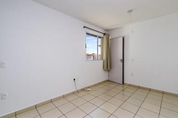 Excelente apartamento com vista para área verde, último andar com sala 02 ambientes, cozinha completa de armários planejados, banheiro com gabinete e box em vidro,02 dormitórios.Portaria 24 horas.01 vaga de garagem