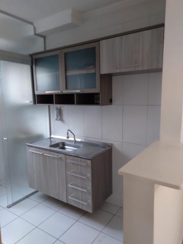 Apartamento com 2 dormitórios, sendo 1 com guarda roupa, cozinha toda planejada e janelas com telas mosquiteiras