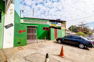Imóvel comercial na Avenida Dois Corregos esta avenida é conhecida por ter um  com grande fluxo de veículos e pedestres. Imovel com 78 m² de construção, sendo 3 salas , cozinha e amplo area em piso superior. 4 vagas de recuo. OPORTUNIDADE !!