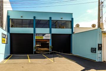 Imovel Comercial localizado próximo a av dois córregos medindo 218 metros de área construída ,com 4 vagas de recuo, ótima fachada em Blindex e Porta automática