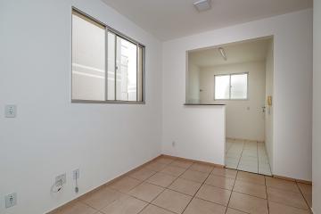 Apartamento 2 dormitórios, sala, banheiro social com gabinete, cozinha com gabinete, 1 vaga de garagem. Portaria 24 horas, piscina, quadra poliesportiva, churrasqueira e playground.
