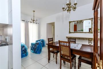 Excelente apartamento mobiliado com 2 dormitórios, sendo um com armário, sala dois ambientes, cozinha repleta de armários, banheiro social com gabinete e box, uma vaga de garagem.