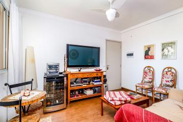 Lindo apartamento em ótima localização com vista livre. Medindo 54m² de área útil, distribuídos na seguinte forma: sala, 2 dormitórios, cozinha planejada, banheiro social com box e gabinete. 1 vaga de garagem.  Aceita Financiamento e FGTS.