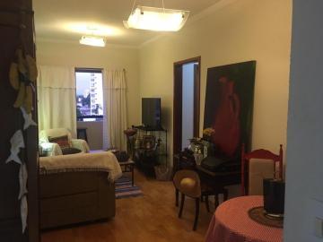 Excelente apartamento em ótima localização, sala 2 ambientes com sacada, cozinha com gabinete e armários, área de serviço, 3 dormitórios sendo 1 suíte com armário, banheiros social e 1 vaga de garagem. Não aceita financiamento.