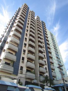 Apartamento em excelente localização do bairro Alto, com 130,86 m2, 3 dormitórios com armários, sendo 1 suíte, banheiro social, sala de estar e jantar com sacada, ampla cozinha planejada, área de serviço com banheiro. Não aceita financiamento.