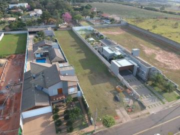Terreno plano em condomínio fechado com 20m de frente e 107m de profundidade, totalizando 2.148,8 m².