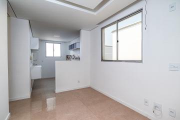 - Lindo apartamento com piso em porcelanato, pintura nova, teto rebaixado com lustre embutidos em todos os ambientes, 02 dormitórios sendo 01 com armário. Cozinha com armário, e fogão, banheiro com lindo acabamento, condomínio com infra-estrutura completa.