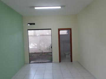 Excelente sala comercial com 67m² com banheiro privativo, próximo a grandes  condomínios da cidade.