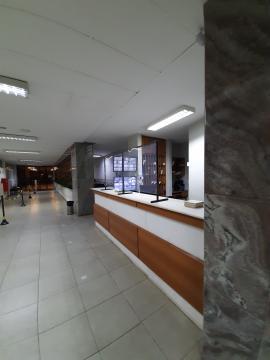 Belíssima sala  com 92m2 com 2 consultórios, recepção ampla , 2 banheiros; decoração moderna; Projeto de iluminação; 1 garagem; no prédio tem 1 recepção geral, cantina e estacionamentos próximos.  Aceita financiamento.