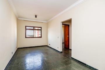 Apartamento no coração do Jardim Elite, 5º andar sendo 2 dormitórios, sendo 1  com armários planejados, sala 2 ambientes, cozinha com armários e 01 vaga coberta.