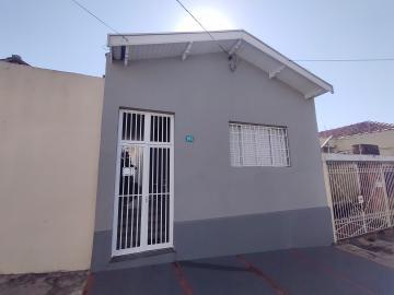 Casa em excelente localização, possuí sala, 02 dormitórios, amplo banheiro, ampla cozinha, quintal com lavanderia, banheiro e dispensa. Não tem garagem. Estuda financiamento.