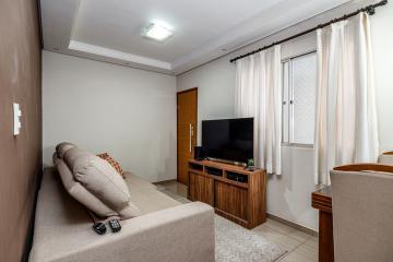 Apartamento no Jardim Elite, reformado, 2 dormitórios ( 1 com armário planejado), sala rebaixada com iluminação embutida, banheiro social, cozinha planejada, 1 vaga de garagem. Aceita financiamento e FGTS;
