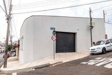 SALãO COMERCIAL EM EXCELENTE LOCALIZAçãO, 84 M²ÁREA DE CONSTRUçãO, 2 BANHEIROS, SALAO NOVO COM ACABAMENTO EM CERâMICA, PORTA DE AÇO AUTOMÁTICA.