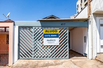 Casa disponível para locação no Castelinho! Com 87,16 m² de área construída, 2 dormitórios com armários, banheiro social, sala, cozinha com gabinete, área de serviço, quintal com banheiro e 2 vagas de garagem coberta. Pintura boa e piso de cerâmica