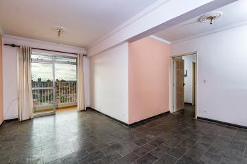 Apartamento em excelente localização medindo 93m² contendo 03 dormitórios, sendo 1 suíte, sala 2 ambientes com sacada, banheiro social com gabinete e box acrílico, cozinha planejada, área de serviço com armário e banheiro. 1 vaga. Aceita financiamento e FGTS.