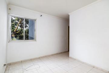 Apartamento com sala, cozinha com armários, banheiro social com gabinete e box, 2 dormitórios sendo 1 com armário. 1 vaga. Aceita financiamento.
