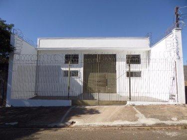 Galpão totalizando 240 m² de construção contendo 2 banheiros, copa e escritório.