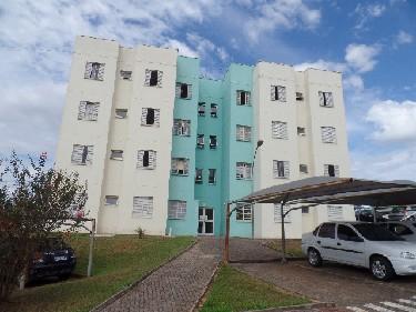 Apartamento com sala, cozinha, área de serviço, banheiro social, 2 dormitórios e  1 vaga de garagem coberta .  Condomínio oferece portaria 24h, playground e salão de festas.