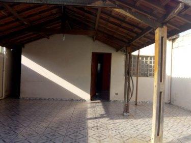 Ótima casa no bairro Água Branca, com 2 quartos, 1 banheiro, garagem, 150m de terreno e 70m² de área construída.