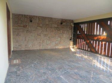 Excelente imóvel no bairro Castelinho, com 282,50m² de terreno e 161,37m² de área construída. São 05 dormitórios sendo 2 suítes, cozinha completa de armários, ampla sala para 3 ambientes com piso em madeira. 04 vagas de garagem. Estuda financiamento e FGTS.